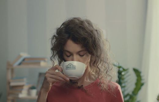 Read more about the article Реклама Ahmad Tea — С Новым Утром! (2019)