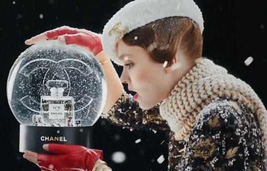 Реклама Chanel N5 с Лили-Роуз Депп — Счастливый номер 5 (2019)