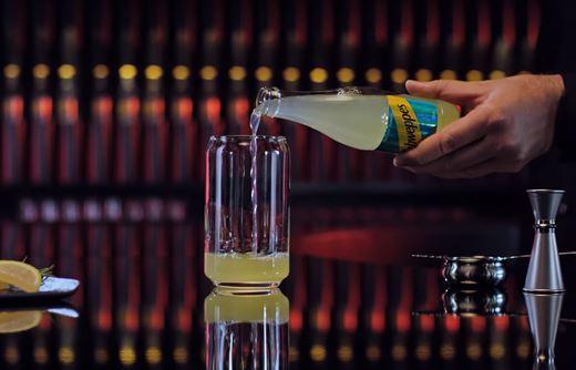 Read more about the article Реклама Schweppes: Lemon — Капсульная коллекция коктейлей (2019)